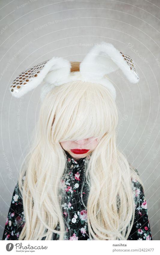 Traurige blonde Frau mit Hasenohren Stil exotisch Haare & Frisuren Lippenstift Mensch feminin Junge Frau Jugendliche 1 18-30 Jahre Erwachsene Bekleidung Hemd
