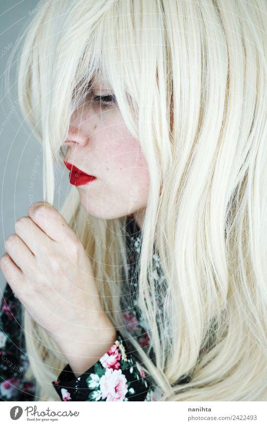Profilbild einer blonden und traurigen Frau Stil schön Haare & Frisuren Haut Gesicht Lippenstift Mensch feminin Junge Frau Jugendliche 1 18-30 Jahre Erwachsene