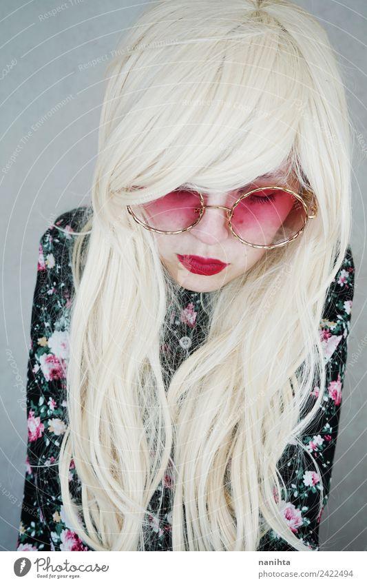 Mensch Jugendliche Junge Frau schön 18-30 Jahre Gesicht Erwachsene feminin Stil Mode Haare & Frisuren hell modern elegant blond trist
