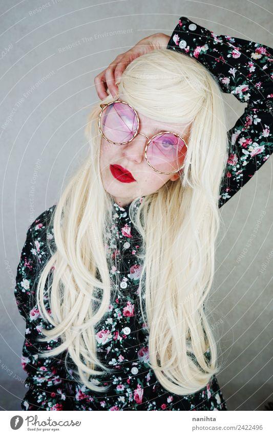 Junges und stilvolles blondes Modell Reichtum elegant Stil schön Haare & Frisuren Haut Gesicht Lippenstift Mensch feminin Junge Frau Jugendliche 1 18-30 Jahre