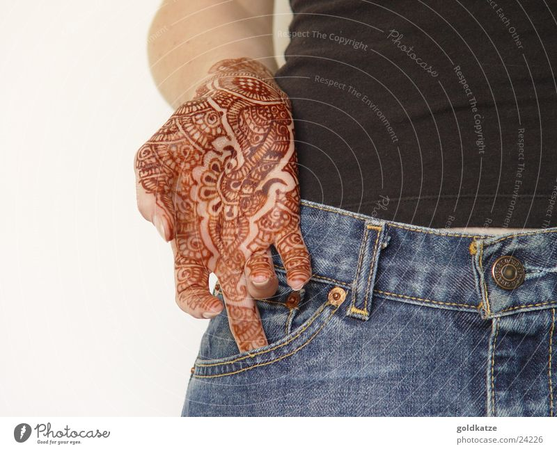 mendhi Frau Hand schön Ferien & Urlaub & Reisen feminin Erwachsene Stil braun Körpermalerei Haut Finger ästhetisch einzigartig Jeanshose Kultur