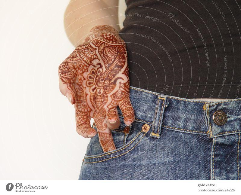 mendhi Stil exotisch schön Haut Ferien & Urlaub & Reisen feminin Frau Erwachsene Hand Finger Jeanshose Schmuck Tattoo Ornament trendy braun ästhetisch Identität