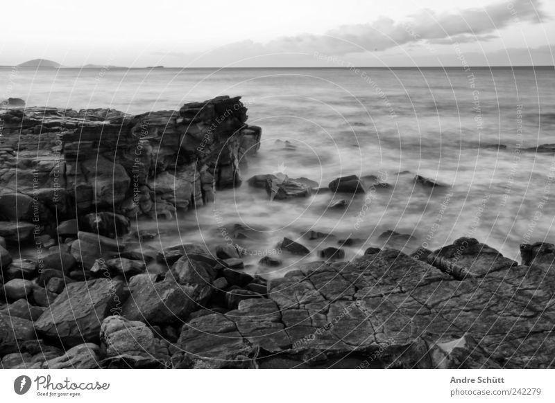 on the rocks Schwimmen & Baden Urelemente Wasser Felsen Wellen Küste Mooloolaba Sunshine Coast Queensland Australien Flüssigkeit nass Meer Langzeitbelichtung