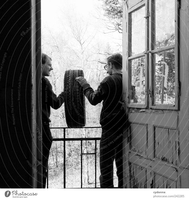 Physikalische Testsituation Freizeit & Hobby Freiheit Häusliches Leben Mensch Mann Erwachsene Freundschaft 2 18-30 Jahre Jugendliche Umwelt Natur Haus Balkon