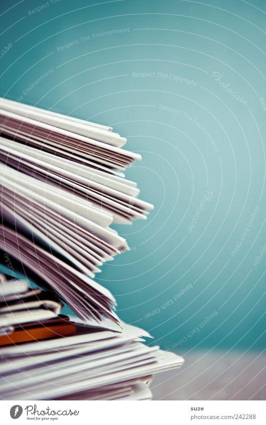 Zur Zeit keine Zeit für die Zeit Lifestyle Bildung Dienstleistungsgewerbe Kultur Medien Printmedien Zeitung Zeitschrift Papier Linie Kommunizieren einfach blau