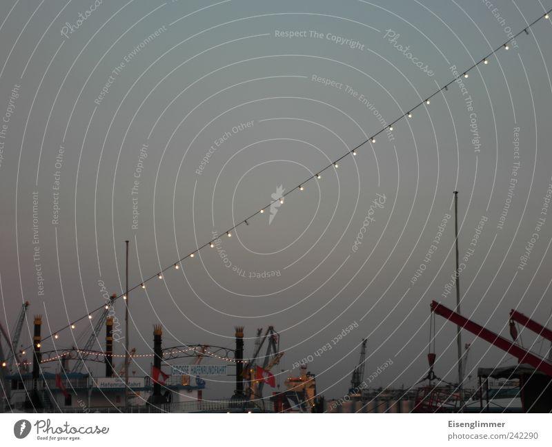 Hafen HH Himmel Sommer Stimmung Lampe Tourismus ästhetisch Güterverkehr & Logistik Hafen Schifffahrt Kran Wolkenloser Himmel Hafenstadt Ordnung Ordnungsliebe Hamburger Hafen Lampenlicht