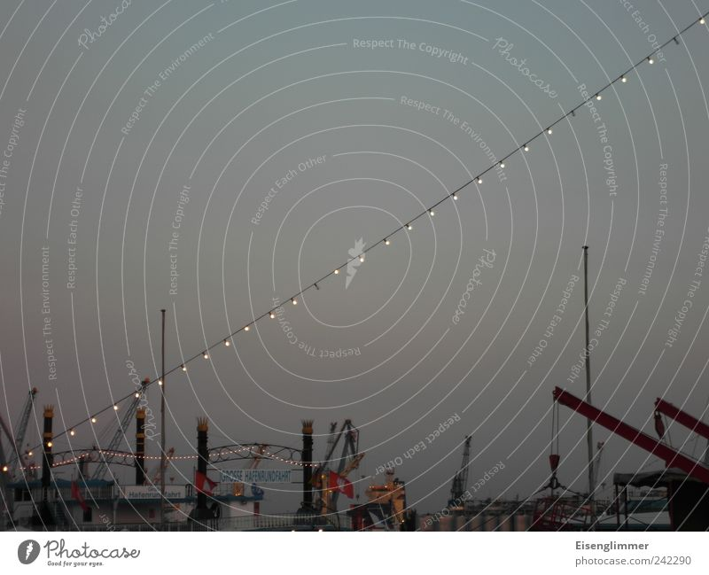 Hafen HH Himmel Wolkenloser Himmel Sommer Hamburger Hafen Hafenstadt Menschenleer Güterverkehr & Logistik Schifffahrt ästhetisch Stimmung Ordnungsliebe