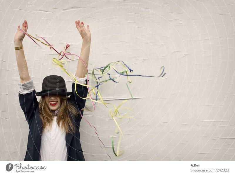 Huii.. party?! feminin Junge Frau Jugendliche Erwachsene 1 Mensch 18-30 Jahre Haare & Frisuren brünett langhaarig Feste & Feiern Freude Glück Fröhlichkeit Hut