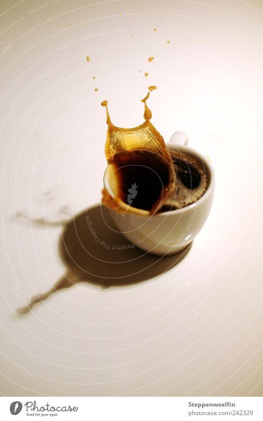 Kaffeeexplosion Lebensmittel Getränk trinken Tropfen gefroren Tasse durchsichtig Momentaufnahme spritzen Espresso Mahlzeit Kaffeetrinken Heißgetränk
