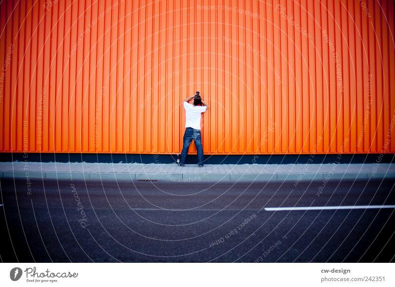 Orange County | The little photographer Mensch Jugendliche blau Freude Wand Architektur grau Mauer orange Freizeit & Hobby Fassade Ordnung maskulin Fotokamera
