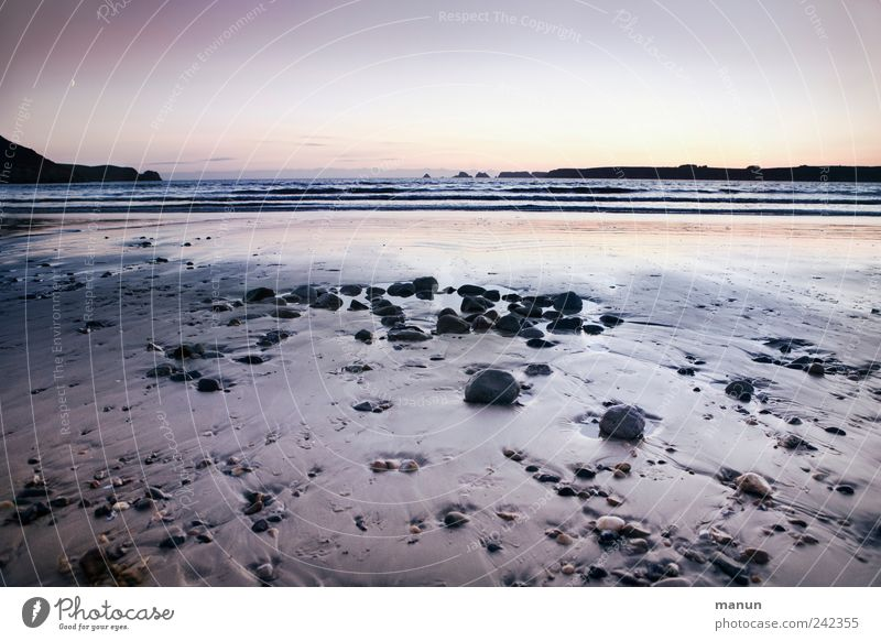 abends am Strand Natur Wasser Meer Ferien & Urlaub & Reisen Stein Sand Landschaft Küste Wellen Felsen authentisch Frankreich Bucht Urelemente Fernweh