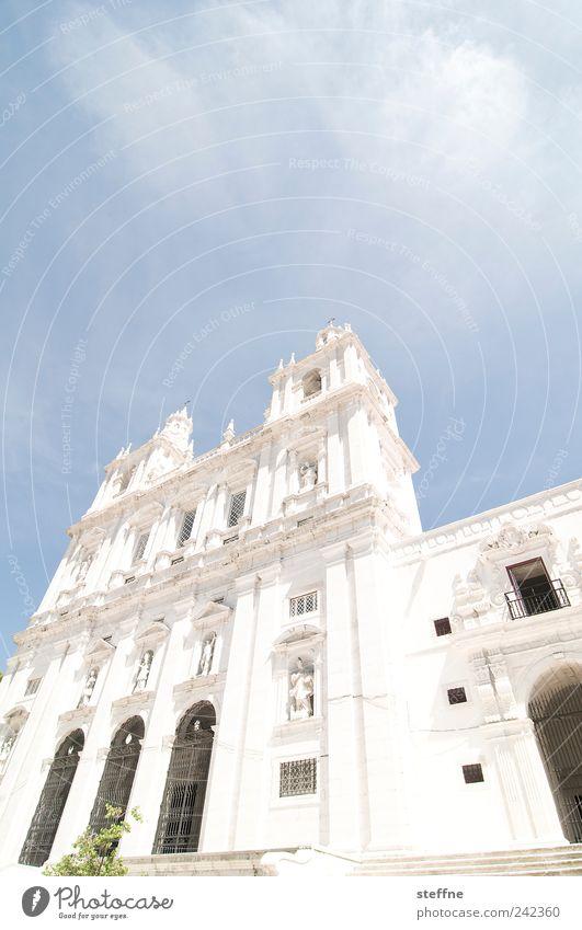 erleuchtet Sommer Schönes Wetter Lissabon Portugal Altstadt Menschenleer Kirche Fassade Sehenswürdigkeit Sao Vicente de Fora hell Religion & Glaube erleuchten