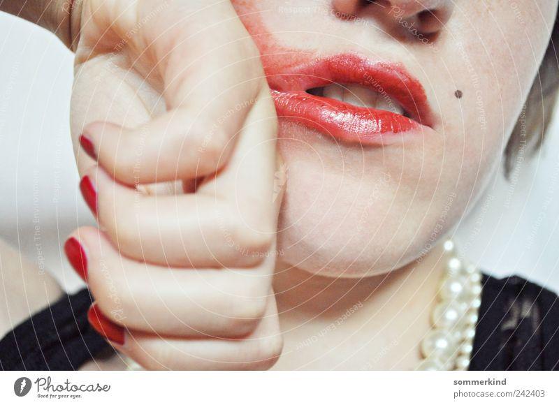 Mensch Jugendliche schön Junge Frau rot Hand 18-30 Jahre Erwachsene feminin elegant Mund Finger Lippen stark Wut Schminke