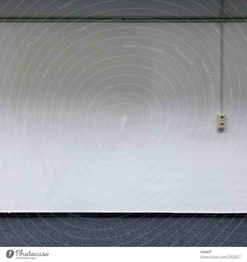lieblos alt weiß Wand Linie Innenarchitektur authentisch trist Streifen einfach Umzug (Wohnungswechsel) Handwerk positiv Renovieren Teppich Steckdose einrichten