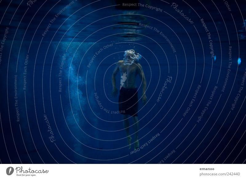 auftauchen Freude Schwimmen & Baden Sport Wassersport Schwimmbad Mensch maskulin Mann Erwachsene Jugendliche Körper 1 Luft Wellen Meer kalt blau Einsamkeit