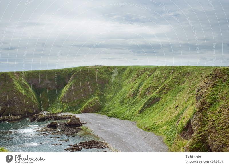 Burgfenster-Aussicht II Natur Himmel grün blau Sommer Strand Ferien & Urlaub & Reisen Ferne Gras Sand Landschaft Küste Wellen Felsen Erde wild