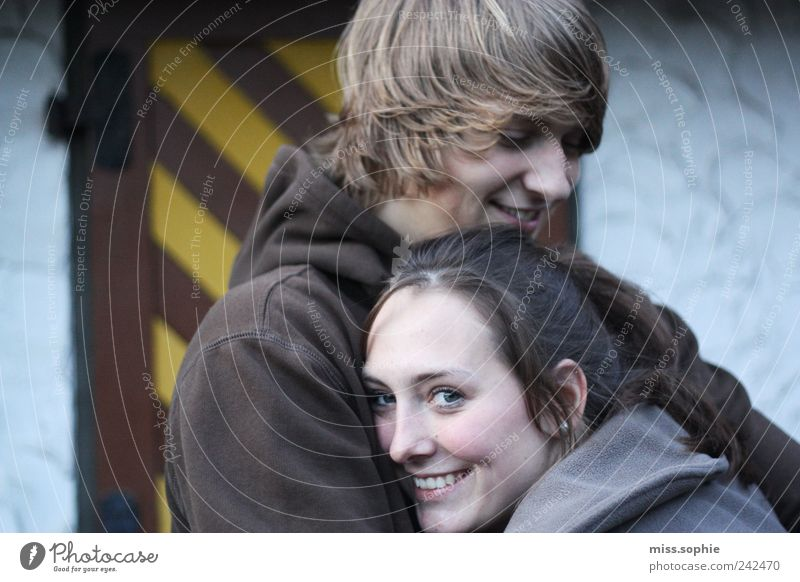 geborgen Jugendliche schön Liebe Leben Gefühle Glück lachen Paar Zufriedenheit Zusammensein Sicherheit authentisch Schutz Vertrauen Warmherzigkeit