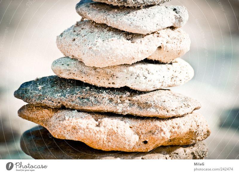 Strandgebäude Meditation Sommerurlaub Skulptur Sand Stein Bauwerk Gleichgewicht bauen warten rund braun weiß standhaft Gelassenheit aufeinander Turm