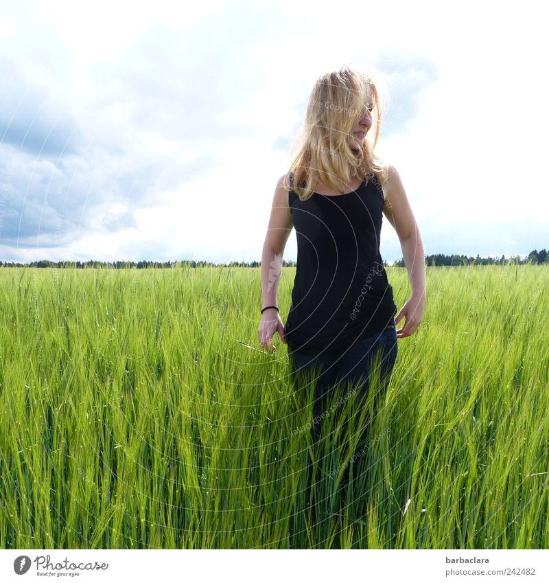 naturverbunden feminin Junge Frau Jugendliche Erwachsene 1 Mensch 18-30 Jahre Sommer Schönes Wetter Getreidefeld Feld blond langhaarig stehen frisch schön