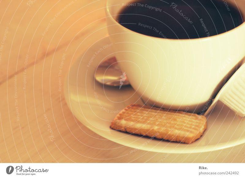 Kaffeezeit. Erholung Zeit Freizeit & Hobby Tisch genießen Getränk Pause lecker Süßwaren Frühstück Duft Café Geschirr Tasse Milch