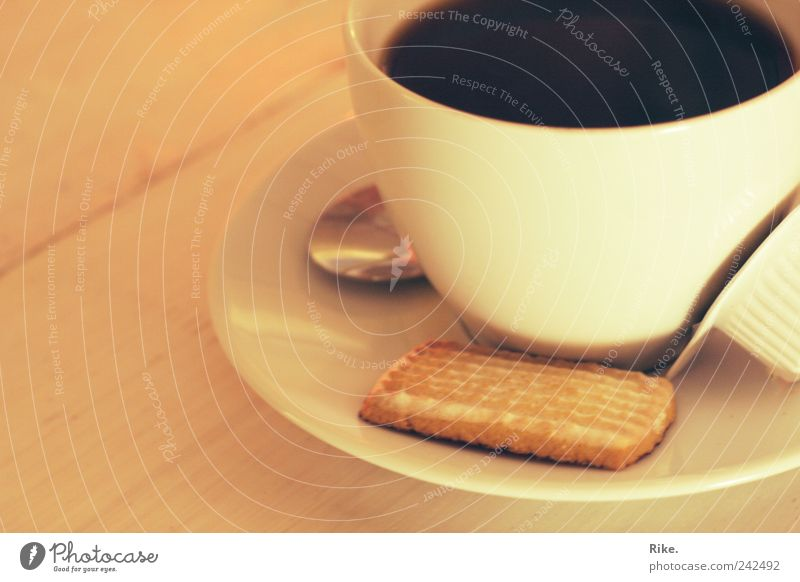 Kaffeezeit. Süßwaren Keks Getränk Heißgetränk Geschirr Tasse Duft Erholung Freizeit & Hobby genießen Café Tisch Löffel lecker Morgen Koffein Frühstück