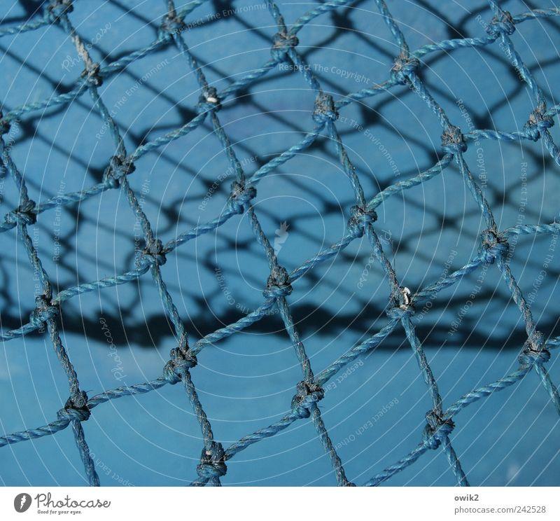 Blue Knots Arbeit & Erwerbstätigkeit Beruf Fischereiwirtschaft Fischernetz Knoten Verknotungen Knotenpunkt Seil netzartig festhalten blau Zusammenhalt