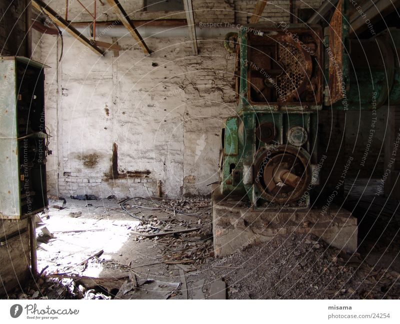 Alte Ziegelei alt Einsamkeit Armut Trauer Technik & Technologie Industriefotografie verfallen Handwerk Maschine schäbig Werkzeug Produktion Elektrisches Gerät Ziegelei