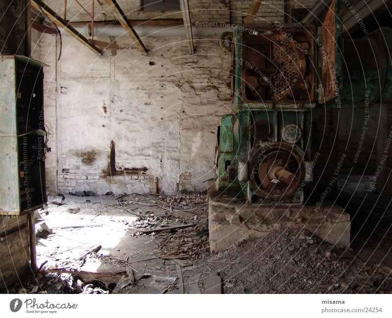 Alte Ziegelei alt Einsamkeit Armut Trauer Technik & Technologie Industriefotografie verfallen Handwerk Maschine schäbig Werkzeug Produktion Elektrisches Gerät