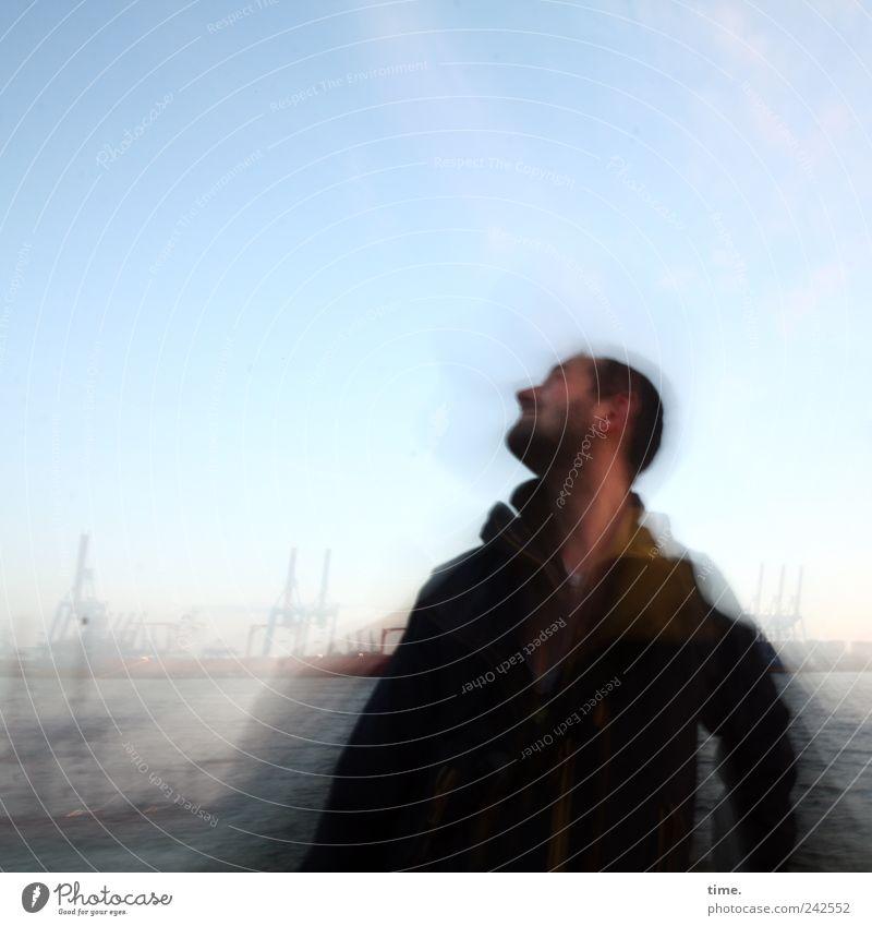 Seh-Mann vor Hamburger Hafen Mensch Himmel blau Sommer Wolken Erwachsene Umwelt Landschaft Kopf Bewegung Horizont maskulin Design Vergänglichkeit Konzentration