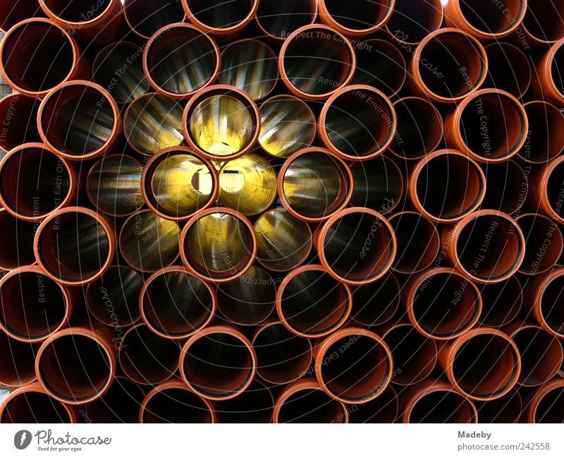 Rohre aus Kunststoff geben Durchblick und Erleuchtung Arbeit & Erwerbstätigkeit Beruf Handwerker Baustelle Mittelstand Stadtrand Fußgängerzone ästhetisch