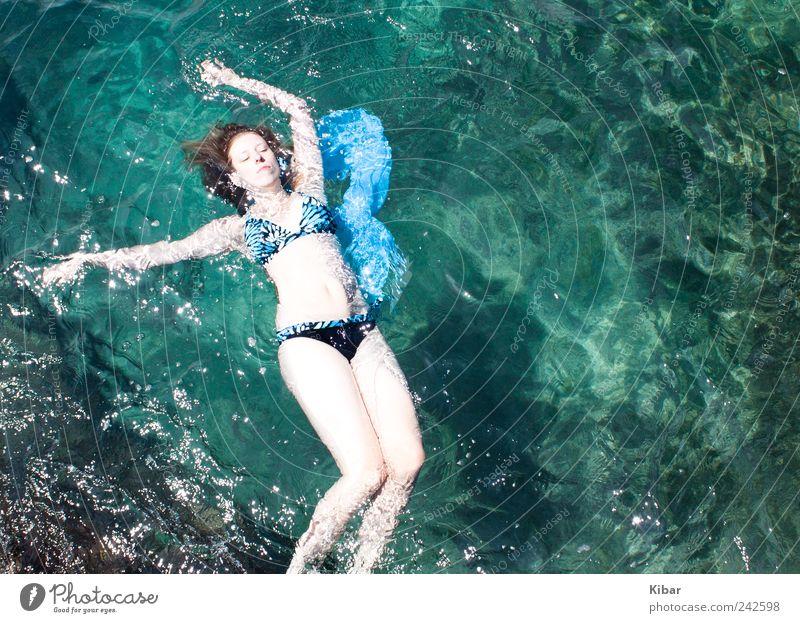 Geheimnisvolle Meerjungfrau Frau Mensch Natur Jugendliche blau schön Sommer Ferien & Urlaub & Reisen Strand Meer ruhig Erholung feminin Freiheit Erwachsene träumen