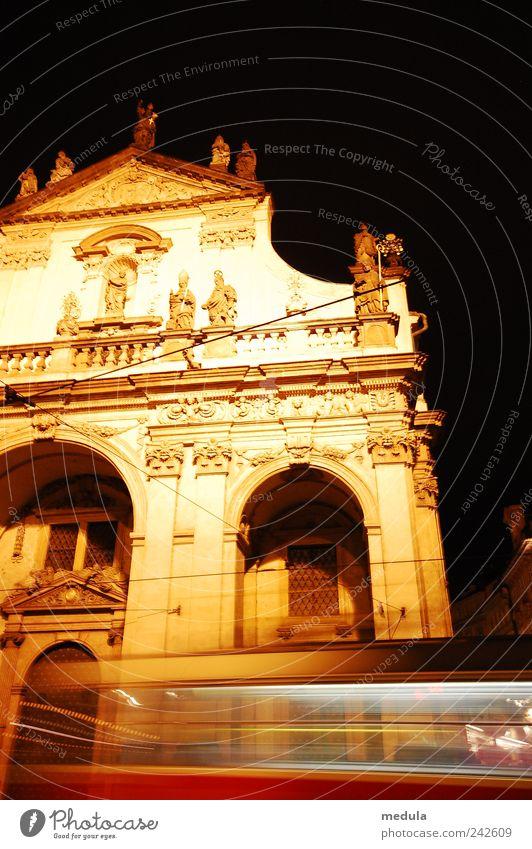 Schöne Nacht Stil Menschenleer Haus Gebäude Architektur Fassade Sehenswürdigkeit alt historisch gelb gold schön Farbfoto Außenaufnahme Hintergrund neutral