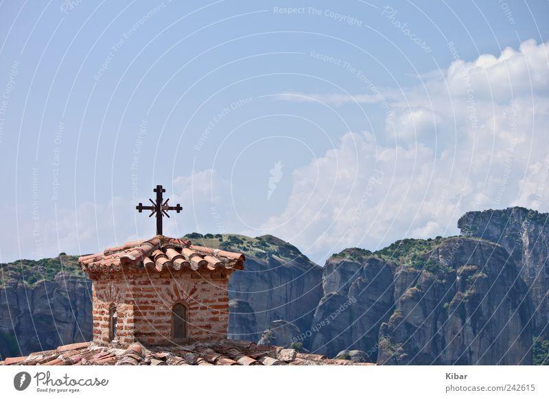 Einsames Kreuz Himmel Natur blau Einsamkeit Landschaft ruhig Berge u. Gebirge Religion & Glaube Glück Horizont Zufriedenheit Kultur Zeichen Hoffnung Glaube Wohlgefühl