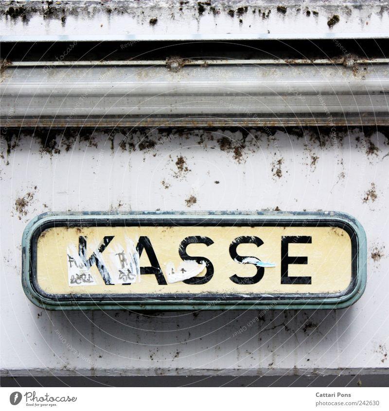 K A S S E alt Wand hell dreckig Schilder & Markierungen Platz Hinweisschild hängen bleich bezahlen Kasse Auszahlungstag