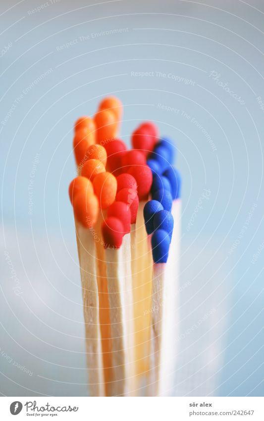 Bitte nicht drängeln! blau rot Holz Zusammensein orange Erfolg stehen Team Zusammenhalt Wirtschaft Sitzung Dienstleistungsgewerbe Reihe Handel