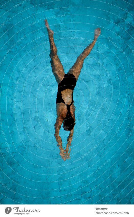 Tauchzug Frau Mensch Jugendliche Wasser blau Meer Sommer Freude Erwachsene Erholung feminin kalt Sport Bewegung Stil Wellen