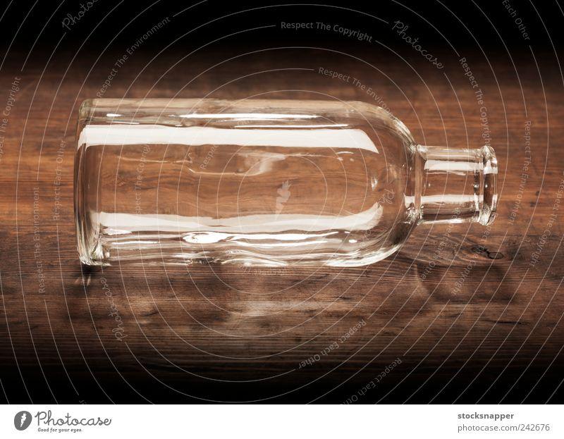 Leere Flasche offen Loch hohl alt altehrwürdig Menschenleer durchsichtig Holz Glas ausleeren altmodisch Objektfotografie