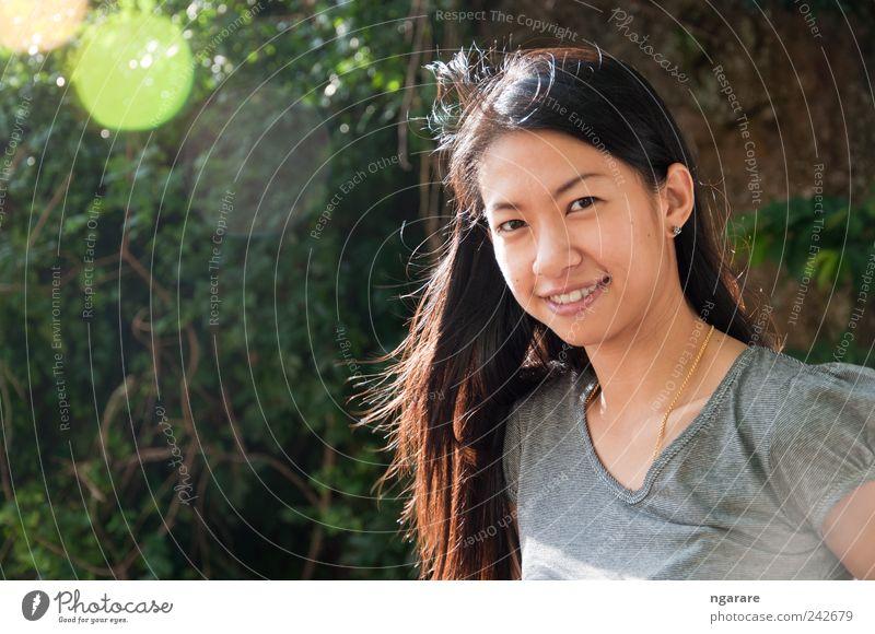 schönes Lächeln Mädchen Stil Freude Glück Haut Gesicht Ferien & Urlaub & Reisen Mensch Frau Erwachsene Zähne 18-30 Jahre Jugendliche Natur brünett Behaarung