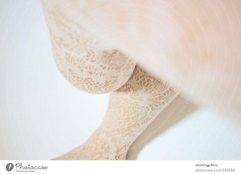 slow schön feminin Beine 1 Mensch Mode Strumpfhose Spitze sitzen weiß Vertrauen Romantik Zufriedenheit rebellieren Surrealismus drehen Gedeckte Farben