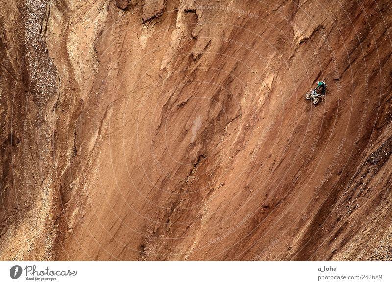 fall line Mensch Natur Einsamkeit Sport Berge u. Gebirge Sand braun Kraft dreckig maskulin hoch Erde Lifestyle Abenteuer stehen Alpen