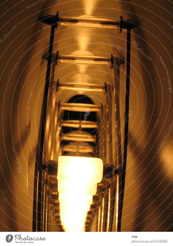 Lichtblick Lampe Tunnel obskur Gestell