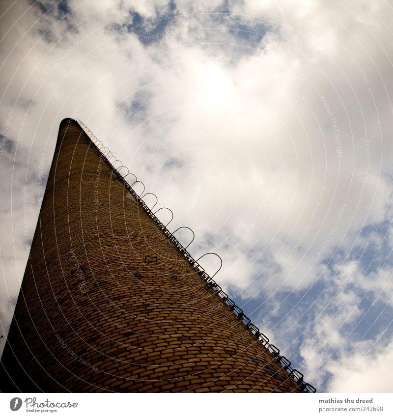 SCHORNSTEIN Umwelt Natur Landschaft Himmel Wolken Skyline Menschenleer Industrieanlage Fabrik Ruine Bauwerk Gebäude Architektur Schornstein Rauchen dünn hoch