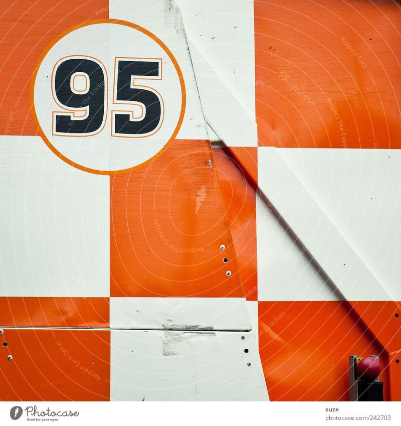 95er Container Metall Zeichen Ziffern & Zahlen orange weiß kariert Hintergrundbild diagonal Quadrat graphisch Grafik u. Illustration fünfundneunzig knallig