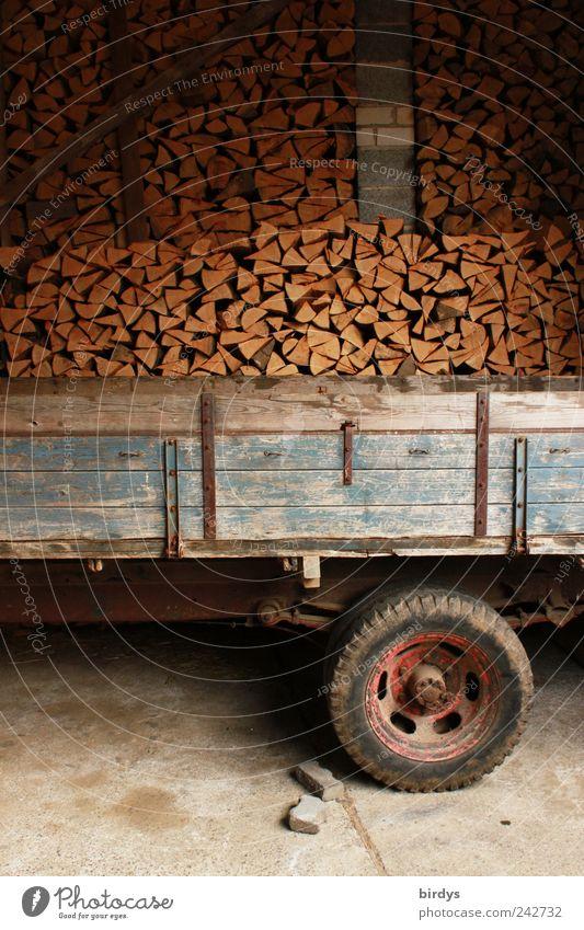 Holzlogistik Energiewirtschaft Ordnung Güterverkehr & Logistik authentisch Landwirtschaft Rad Stapel Scheune Originalität Forstwirtschaft Tatkraft Anhänger
