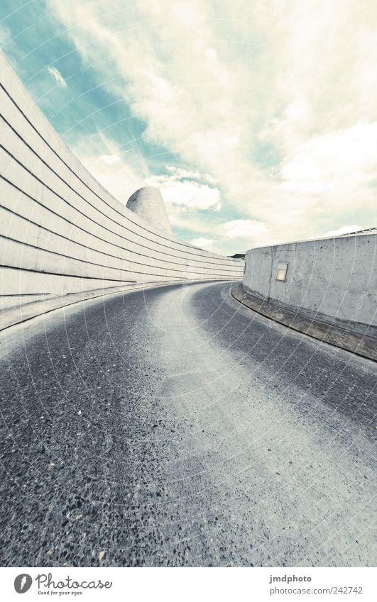 Auffahrt Himmel Wolken Einsamkeit Straße kalt Bewegung Mauer Wege & Pfade Straßenverkehr Design Beton Verkehr Hoffnung modern Coolness Zukunft