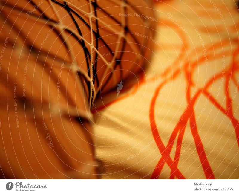 Stripes Mensch Beine Kniekehle Wade Oberschenkel 1 einzigartig braun gelb gold grau rot schwarz weiß abstrakt Stoff Stoffmuster Bettdecke Bettwäsche Strumpfhose