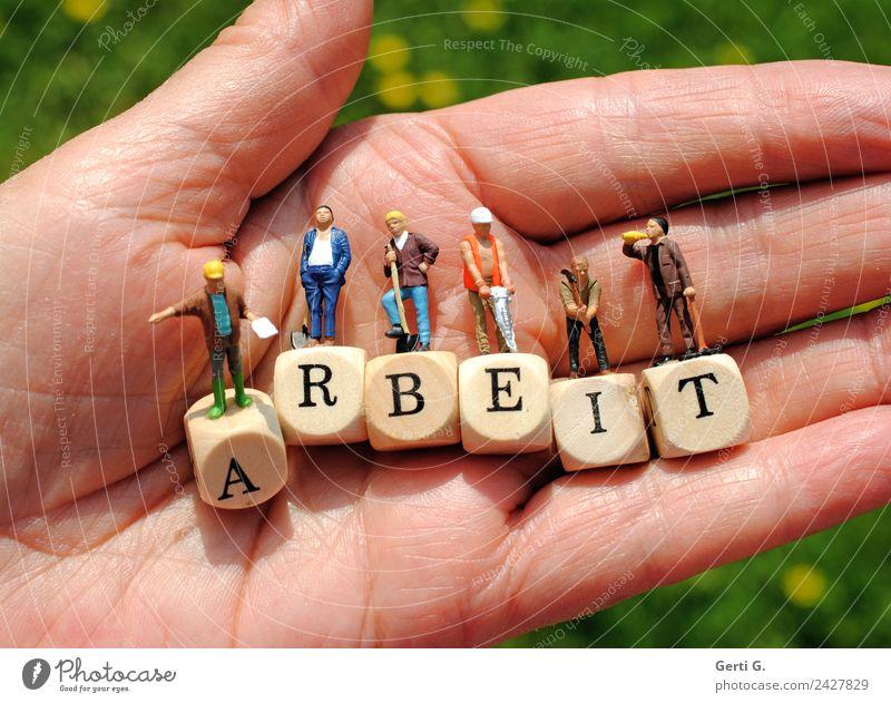 Miniaturfiguren - HandARBEIT Mensch Erwachsene Holz Leben Bewegung Arbeit & Erwerbstätigkeit maskulin Schriftzeichen stehen Perspektive Armut Hilfsbereitschaft