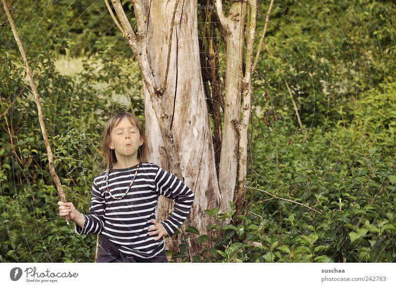 berlin ich komme ... Mädchen Kopf Haare & Frisuren Gesicht 3-8 Jahre Kind Kindheit Natur Sommer Baum Sträucher frech rebellisch verrückt wild grün Begeisterung