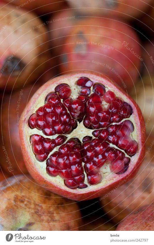 Granatapfel Lebensmittel Frucht Dessert Bioprodukte Natur exotisch Dekoration & Verzierung Zeichen frisch lecker rund saftig süß braun rosa rot Lust Glaube
