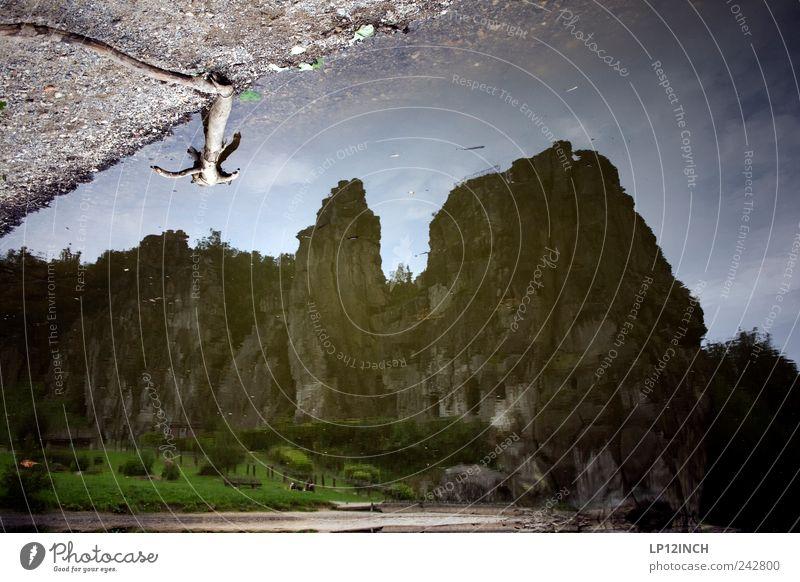 Externsteine II Wasser Sommer Umwelt dunkel Sand Stein See träumen Deutschland Erde Angst Ausflug groß Tourismus Urelemente Ast